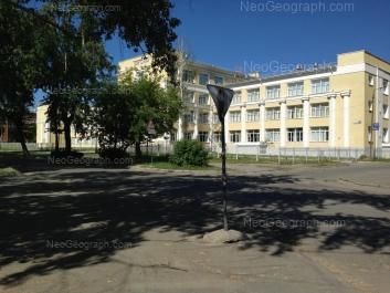 На фото видно: Красных Партизан улица, 4 (Школа №22). Екатеринбург (Свердловская область)