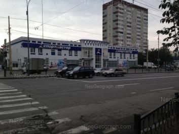 На фото видно: Космонавтов проспект, 96; Космонавтов проспект, 98Б. Екатеринбург (Свердловская область)