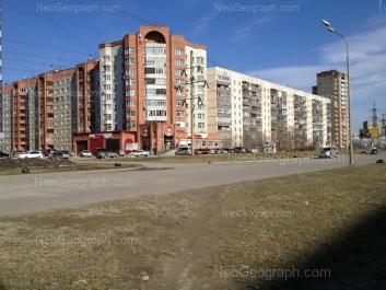 На фото видно: Таватуйская улица, 2; Таватуйская улица, 4; Таватуйская улица, 6. Екатеринбург (Свердловская область)