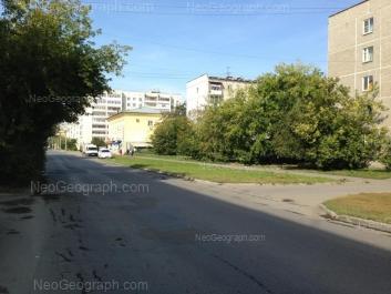 На фото видно: Красноуральская улица, 21 к2; Красноуральская улица, 23. Екатеринбург (Свердловская область)
