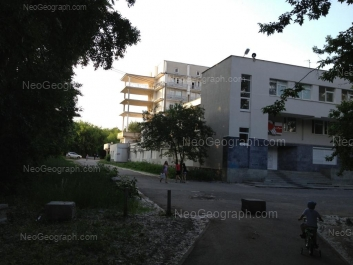 На фото видно: 8 Марта улица, 78а/1 (Уральский институт кардиологии). Екатеринбург (Свердловская область)