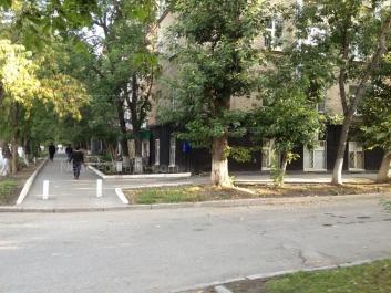 На фото видно: Комсомольская улица, 23 (УрГЮА). Екатеринбург (Свердловская область)