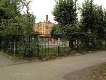 На фото видно: Титова улица, 28А (Школа №106). Екатеринбург (Свердловская область)