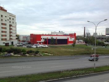 На фото видно: Кирова улица, 33 (Магнит, гипермаркет). Екатеринбург (Свердловская область)