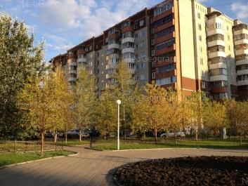 На фото видно: Академика Шварца улица, 12 к1. Екатеринбург (Свердловская область)