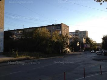 На фото видно: Азина улица, 17; Азина улица, 21; Мамина-Сибиряка улица, 23. Екатеринбург (Свердловская область)