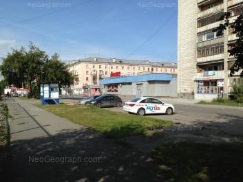 На фото видно: Заводская улица, 25; Заводская улица, 32/2. Екатеринбург (Свердловская область)