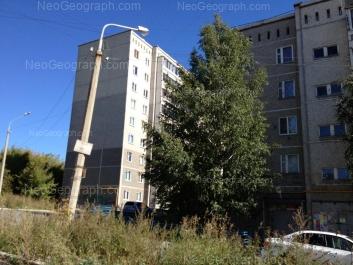 На фото видно: Байкальская улица, 40; Хрустальная улица, 35. Екатеринбург (Свердловская область)