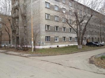 На фото видно: 8 Марта улица, 82б; 8 Марта улица, 82. Екатеринбург (Свердловская область)
