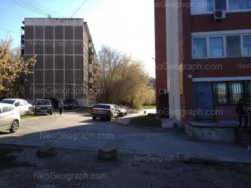 На фото видно: Пальмиро Тольятти улица, 13А; Пальмиро Тольятти улица, 15Б. Екатеринбург (Свердловская область)
