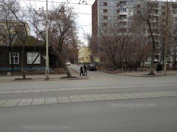 На фото видно: Сапёров переулок, 5; 8 Марта улица, 76Б. Екатеринбург (Свердловская область)