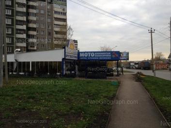 На фото видно: Крестинского улица, 51; Крестинского улица, 51в; Крестинского улица, 52. Екатеринбург (Свердловская область)