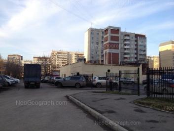 На фото видно: Репина улица, 84А. Екатеринбург (Свердловская область)