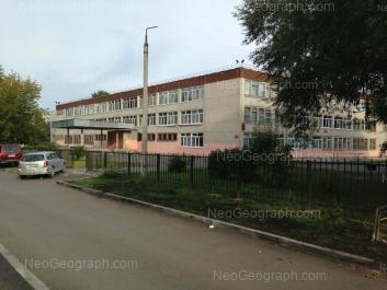На фото видно: Заводская улица, 36/б (Школа №163). Екатеринбург (Свердловская область)