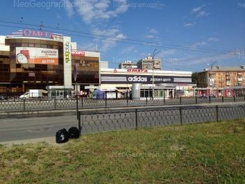 View to: Kosmonavtov avenue, 41 (Омега, рыночный комплекс); Kosmonavtov avenue, 43. Yekaterinburg (Sverdlovskaya oblast)