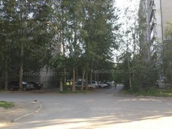 На фото видно: Серафимы Дерябиной улица, 47. Екатеринбург (Свердловская область)