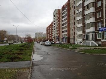 На фото видно: Уральская улица, 55; Уральская улица, 57; Уральская улица, 57 к1. Екатеринбург (Свердловская область)