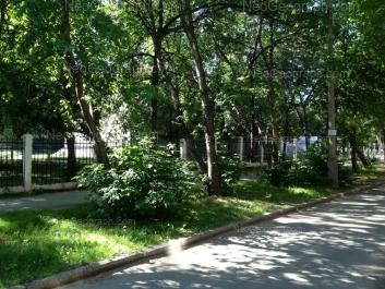 View to: Bannikova street, 2 (Гимназия №144). Yekaterinburg (Sverdlovskaya oblast)