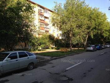 На фото видно: Избирателей улица, 5. Екатеринбург (Свердловская область)