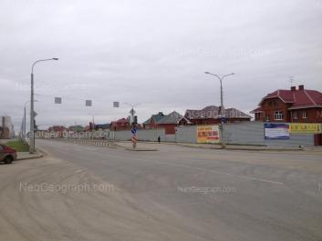 На фото видно: Краснолесья улица, 83; Краснолесья улица, 87. Екатеринбург (Свердловская область)