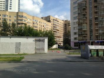 На фото видно: Маршала Жукова улица, 10; Маршала Жукова улица, 14. Екатеринбург (Свердловская область)