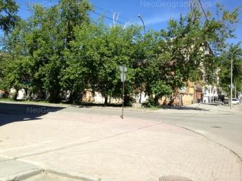 На фото видно: Попова улица, 16; Сакко и Ванцетти улица, 50; Сакко и Ванцетти улица, 52. Екатеринбург (Свердловская область)