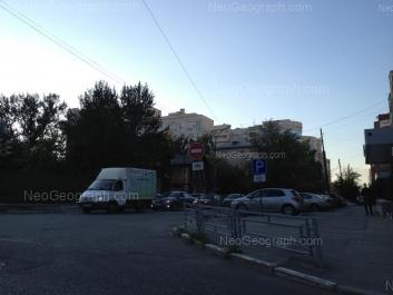 На фото видно: Сакко и Ванцетти улица, 100; Шейнкмана улица, 75. Екатеринбург (Свердловская область)