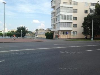 На фото видно: Химиков переулок, 2; 8 Марта улица, 1; Рабочей Молодёжи набережная, 3. Екатеринбург (Свердловская область)