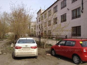 На фото видно: Посадская улица, 46; Посадская улица, 48А. Екатеринбург (Свердловская область)