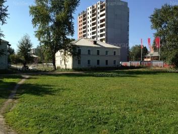 На фото видно: Ремесленный переулок, 6 (Серебряная подкова, жилой комлекс); Сызранский переулок, 3. Екатеринбург (Свердловская область)