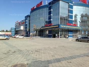 На фото видно: Сулимова улица, 50 (Парк Хаус, ТРЦ). Екатеринбург (Свердловская область)