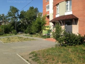 На фото видно: Кузнецова улица, 19; Уральских Рабочих улица, 2. Екатеринбург (Свердловская область)