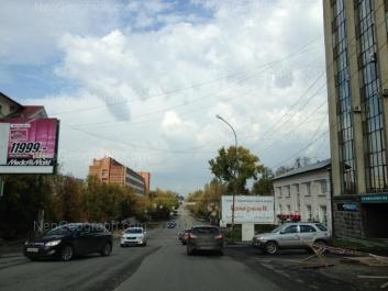 На фото видно: Комсомольская улица, 34; Комсомольская улица, 37; Первомайская улица, 104; Первомайская улица, 106. Екатеринбург (Свердловская область)