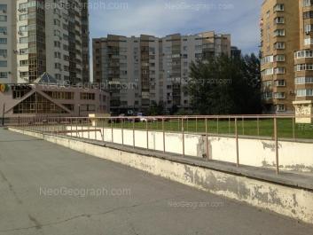 На фото видно: Маршала Жукова улица, 14 (Пристрой, 2 этажа); Маршала Жукова улица, 14. Екатеринбург (Свердловская область)