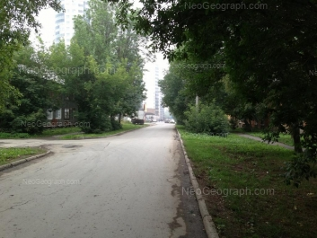 На фото видно: Кобозева улица, 40. Екатеринбург (Свердловская область)