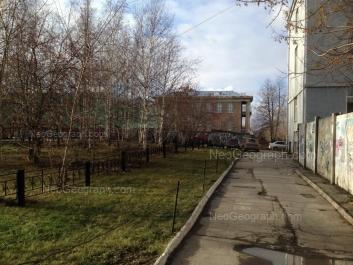 На фото видно: Мира улица, 21 (Физико-технологический институт УрФУ); Софьи Ковалевской улица, 3А. Екатеринбург (Свердловская область)