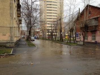 На фото видно: Шалинский переулок, 4; Сулимова улица, 55; Чекистов улица, 1; Чекистов улица, 1А. Екатеринбург (Свердловская область)