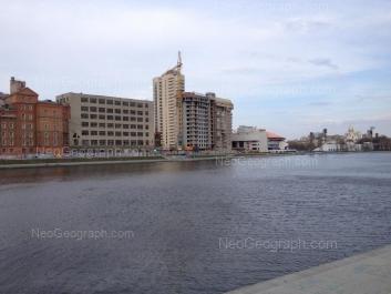 На фото видно: Красный переулок, 8Б; Ерёмина улица, 10 (ДИВС); Николая Никонова улица, 21. Екатеринбург (Свердловская область)