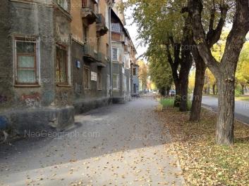 На фото видно: Кировградская улица, 19. Екатеринбург (Свердловская область)