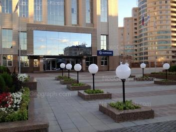 На фото видно: Николая Никонова улица, 10 (ЖК де Генин); Свердлова улица, 7. Екатеринбург (Свердловская область)
