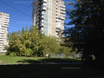 На фото видно: Есенина бульвар, 5; Есенина бульвар, 7. Екатеринбург (Свердловская область)
