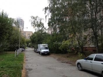 На фото видно: Гурзуфская улица, 15; Гурзуфская улица, 24. Екатеринбург (Свердловская область)