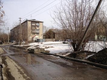 На фото видно: Калиновский переулок, 5; Калиновский переулок, 7; Калиновский переулок, 11 (Детская городская больница 15, поликлиника номер 2, отделение 5). Екатеринбург (Свердловская область)