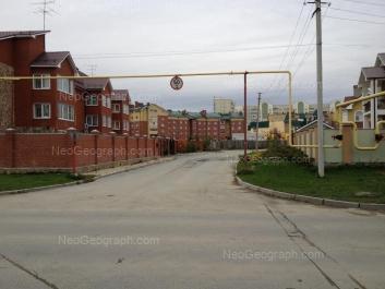 На фото видно: Колокольная улица, 27; Колокольная улица, 31; Кольцевая улица, 32. Екатеринбург (Свердловская область)