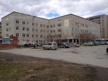 На фото видно: Опалихинская улица, 17; Опалихинская улица, 21. Екатеринбург (Свердловская область)