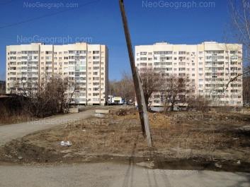 На фото видно: Крупносортщиков улица, 6; Крупносортщиков улица, 8. Екатеринбург (Свердловская область)