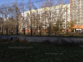 На фото видно: Амундсена улица, 52; Амундсена улица, 54/1. Екатеринбург (Свердловская область)