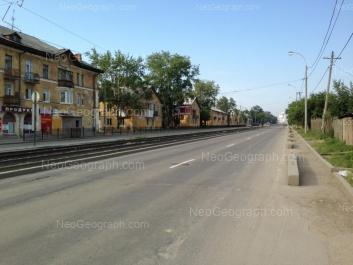 На фото видно: Бакинских Комиссаров улица, 40; Бакинских Комиссаров улица, 44; Бакинских Комиссаров улица, 46. Екатеринбург (Свердловская область)
