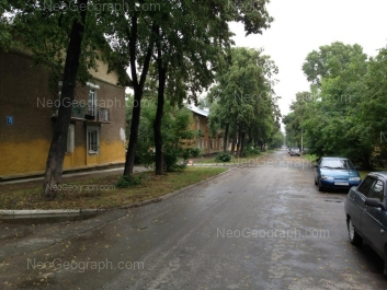 На фото видно: Калинина улица, 68; Калинина улица, 70. Екатеринбург (Свердловская область)