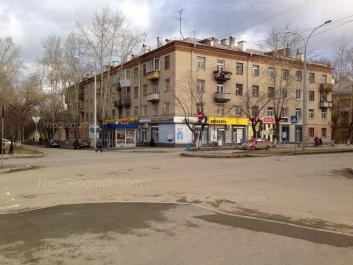 На фото видно: Латвийская улица, 18. Екатеринбург (Свердловская область)
